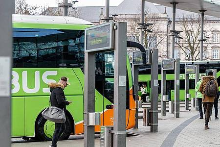 Hamburgs Zentraler Omnibusbahnhof ZOB an der Adenauerallee. Foto: Markus Scholz/dpa