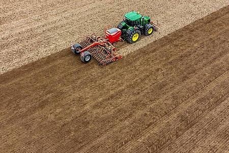 Nach dem Kompromiss der Agrarminister sollen 25 Prozent der EU-Direktzahlungen an deutsche Landwirte an Klima- und Umweltmaßnahmen geknüpft sein. Foto: Armin Weigel/dpa