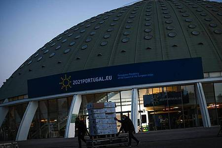 Der Crystal Palace ist Schauplatz des EU-Gipfels in Porto, Portugal. Foto: Francisco Seco/AP/dpa