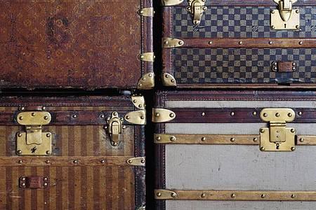 Vier historische Koffer der Marke Louis Vuitton (undatierte Aufnahme). Foto: --/Louis Vuitton/dpa