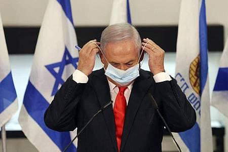 Israels Ministerpräsident Benjamin Netanjahu wird in der kommenden Woche zur Unterzeichnung einer Vereinbarung mit den Vereinigten Arabischen Emiraten und Bahrain inWashington erwartet. Foto: Alex Kolomoisky/Pool EPA-EFE via AP/dpa