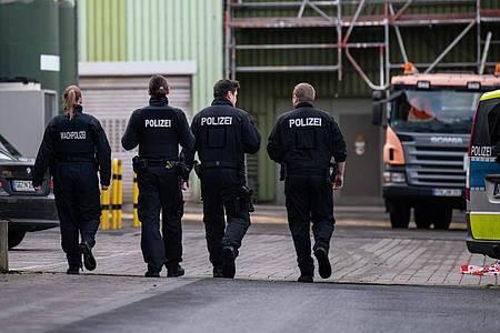 Im Rhein-Main-Deponiepark suchten die Ermittler in verbrannten Müllresten nach der Leiche einer Frau. Foto: Silas Stein/dpa