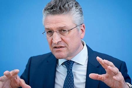 Lothar Wieler, Präsident des Robert-Koch-Instituts (RKI), gibt eine Pressekonferenz zur weiteren Entwicklung in der Corona-Pandemie. Foto: Kay Nietfeld/dpa