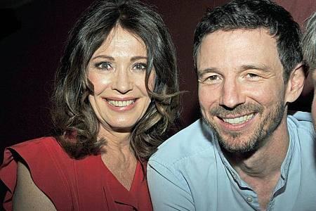 Iris Berben und ihr Sohn Oliver Berben, der ein einflussreicher Filmproduzent geworden ist. Foto: Ursula Düren/dpa
