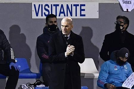 Zinédine Zidane ist positiv auf das Coronavirus getestet worden. Foto: Jose Breton/AP/dpa