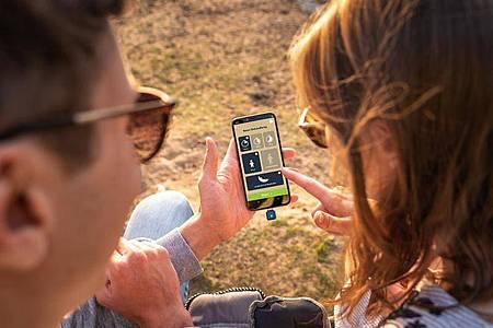 Der kleine Stecker «Heat_it» lindert durch Hitze den Juckreiz nach Insektenstichen - den dafür nötigen Strom liefert das Smartphone. Foto: heatit.de/dpa-tmn