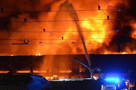 Insgesamt 80 Einsatzkräfte waren im Einsatz. Foto: Gerhard Berger/TheNewshunter.com/dpa