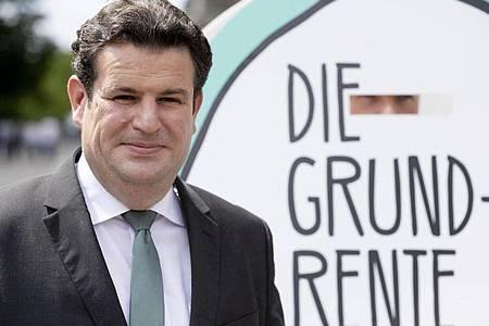 Hubertus Heil (SPD), Bundesarbeitsminister, vor dem Bundestag. Foto: Christoph Soeder/dpa