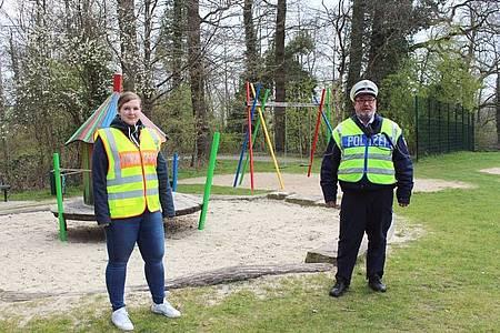 Sabrina Cord, Ordnungsamt Ostbevern und Polizeihauptkommissar Jürgen Holtmann, Bezirksdienst Ostbevern gemeinsam auf Streife