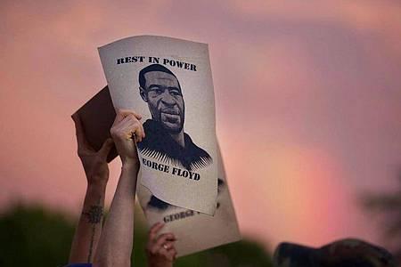 Der Tod von George Floyd hat zu Massenprotesten gegen Polizeigewalt und Rassismus geführt. Foto: Christine T. Nguyen/Minnesota Public Radio/AP/dpa