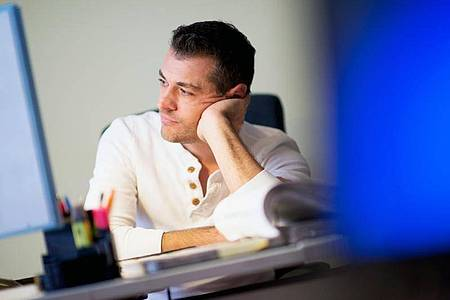 Sollen Vorgesetzte und das Team von einer chronischen Erkrankung wissen? Eine Entscheidung in dieser Frage fällt Beschäftigten oft schwer. Foto: Klaus-Dietmar Gabbert/dpa-tmn