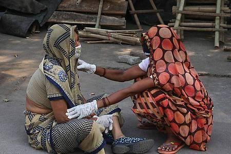 In absoluten Zahlen ist Indien mit seinen mehr als 1,3 Milliarden Einwohnern hinter den USA am stärksten von der Pandemie betroffen. Foto: Naveen Sharma/SOPA Images via ZUMA Wire/dpa