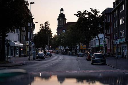 Die Warendorfer Strasse in Münster im Morgenlicht. Foto: Bernd Thissen/dpa