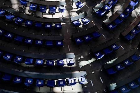 Ein Schattenspiel im Plenum des Deutschen Bundestags. Foto: Kay Nietfeld/dpa