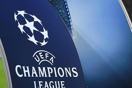 Ein großes UEFA-Champions-League-Logo ist in der BayArena zu sehen. Foto: Marius Becker/dpa
