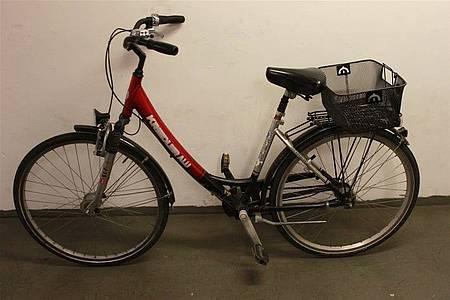 Rot-silber-schwarzes Damenfahrrad der Marke Kreidler-Alu mit Fahrradkorb