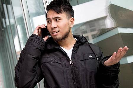 Wer seinen Mobilfunk-Vertrag kündigt, muss das nicht telefonisch bestätigen - auch wenn der Anbieter das gerne so hätte. Foto: Christin Klose/dpa-tmn
