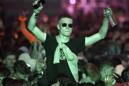 Partymachen als Pilotprojekt: Interessierte aus der Region konnten sich für die Club-Abende in Liverpool bewerben - jeweils 3000 Glückliche pro Abend dürfen ohne Maske und Abstand feiern. Foto: Richard Mccarthy/PA/dpa