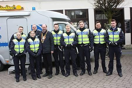 Landrat Dr. Olaf Gericke mit Einsatzkräften der Polizei in Beckum