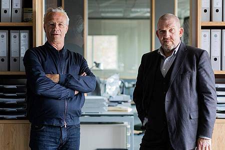 Klaus J. Behrendt und Dietmar Bär bei den Dreharbeiten. Foto: Rolf Vennenbernd/dpa