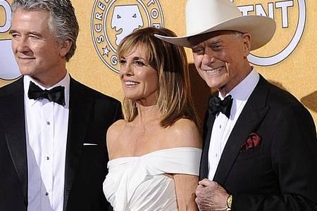 Patrick Duffy (l), Linda Gray (m.) und Larry Hagman bei der Verleihung der 18. Screen Actors Guild Awards 2012. Foto: Paul Buck/dpa