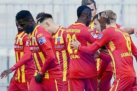 Der SC Paderborn feierte einen souveränen Auswärtssieg in Darmstadt. Foto: Uwe Anspach/dpa