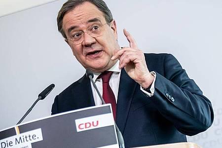 Armin Laschet, CDU-Bundesvorsitzender und Ministerpräsident von Nordrhein-Westfalen, spricht bei einer Pressekonferenz nach der Sitzung des CDU Präsidiums im Konrad-Adenauer Haus. Foto: Michael Kappeler/dpa-Pool/dpa