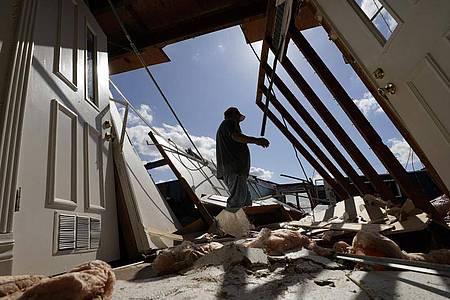 Das Dach einer Kirche in der US-Stadt Orange ist durch Hurrikan «Laura» zerstört worden. Foto: Eric Gay/AP/dpa