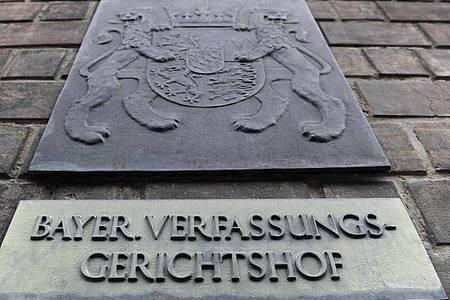 Eingang des Bayerischen Verfassungsgerichts im Justizpalast in München. (Symbolbild). Foto: picture alliance / dpa