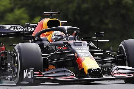 Max Verstappen landete mit seinem Red Bull hinter Lewis Hamilton auf Platz zwei. Foto: Mark Thompson/Pool Getty/dpa