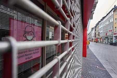 Gitter vor geschlossenen Geschäften gehören im Corona-Lockdown zum Alltag. Foto: Thomas Frey/dpa/dpa-tmn