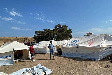 Die griechischen Behörden haben mit der Errichtung eines provisorischen Zeltlagers begonnen. Foto: -/Migrationsministerium/dpa