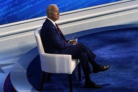 Eigentlich sollten sich Joe Biden und Donald Trump in einer gemeinsamen Fernsehdebatte den Fragen von Wählern stellen. Foto: Carolyn Kaster/AP/dpa