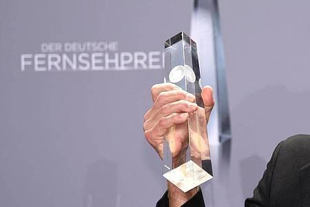 So sieht die Trophäe des Deutschen Fernsehpreises aus. Foto: Henning Kaiser/dpa