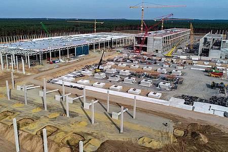 Blick über die Baustelle der Tesla-Fabrik im brandenburgischen Grünheide. Foto: Patrick Pleul/dpa-Zentralbild/dpa