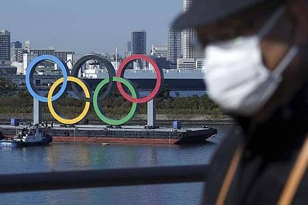 Die Austragung der Olympischen Spiele ist weiter umstritten. Foto: Eugene Hoshiko/AP/dpa