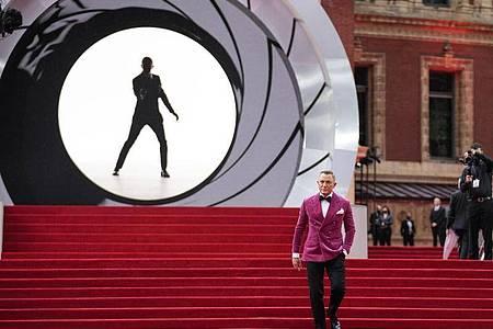 Daniel Craig, Schauspieler aus Großbritannien, bei der Weltpremiere des neuen James Bond Films «No Time to die» in London. Craig (53) soll auf Hollywoods «Walk of Fame» mit einer Sternenplakette verewigt werden. Foto: Matt Dunham/AP/dpa