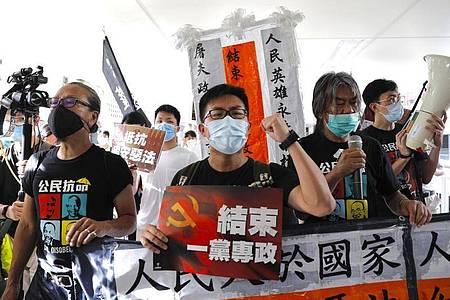 Demonstranten protestieren am 23. Jahrestag der Rückgabe Hongkongs an China. Foto: Vincent Yu/AP/dpa