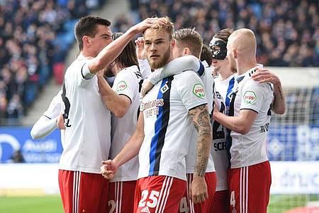 Der Hamburger SV beendete gegen Regensburg seine kleine Krise. Foto: Daniel Bockwoldt/dpa