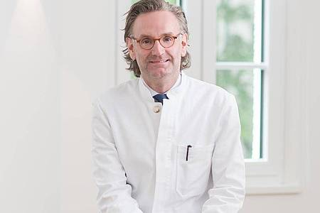 Prof. Philipp Babilas ist Dermatologe im Hautzentrum Regensburg. Foto: Hautzentrum Regensburg/dpa-tmn