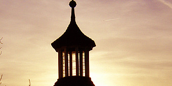 Glockenturm bei Sonnenuntergang