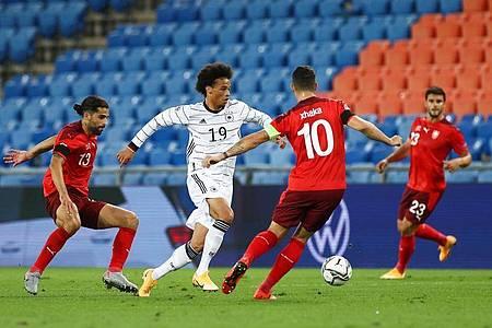 Die deutsche Nationalmannschaft um Leroy Sané muss weiter auf einen Sieg in der Nations League warten. Foto: Christian Charisius/dpa