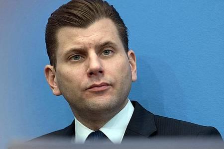 Der ehemalige AfD-Pressesprecher Christian Lüth meint nicht rechtsradikal zu sein. Foto: Soeren Stache/dpa