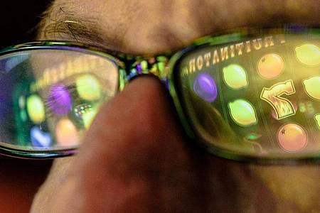 Hoffnung auf den nächsten Gewinn: Glücksspielsucht ist ein verbreitetes Problem, das sich durch alle Schichten zieht. Foto: Markus Scholz/dpa-tmn
