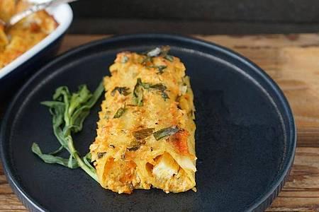 Mit Estragon gewürzt: Das Kraut gibt den mit Gemüse gefüllten Cannelloni die besondere Note. Foto: Manfred Zimmer/herrgruenkocht.de/dpa-tmn