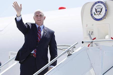 Auch ein Mitglied aus dem Team von Vizepräsident Mike Pence ist mit dem Coronavirus infiziert. Foto: Charlie Neibergall/AP/dpa