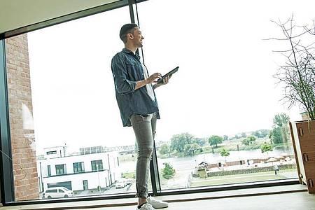 Lebenslanges Lernen: Für Weiterbildungen wie einen Meister oder ein Studium können Interessierte oft Förderungen beantragen. Foto: Christin Klose/dpa-tmn