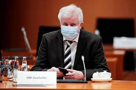 Bundesinnenminister Horst Seehofer will sich nicht mit dem Vakzin von Astrazeneca impfen lassen. Foto: Hannibal Hanschke/Reuters/Pool/dpa