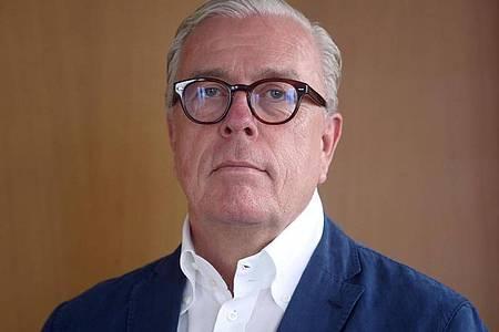 Ärztepräsident Klaus Reinhardt möchte, dass die Polizei Reiserückkehrer aus Corona-Risikogebieten überwacht. Foto: Wolfgang Kumm/dpa