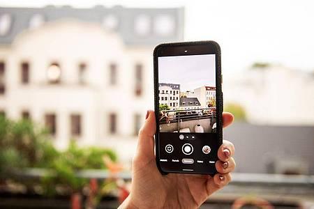 Die Kamera im Pixel 5 hat nicht die Spitzenauflösungen anderer Smartphones, macht aber trotzdem gute Bilder. Foto: Zacharie Scheurer/dpa-tmn